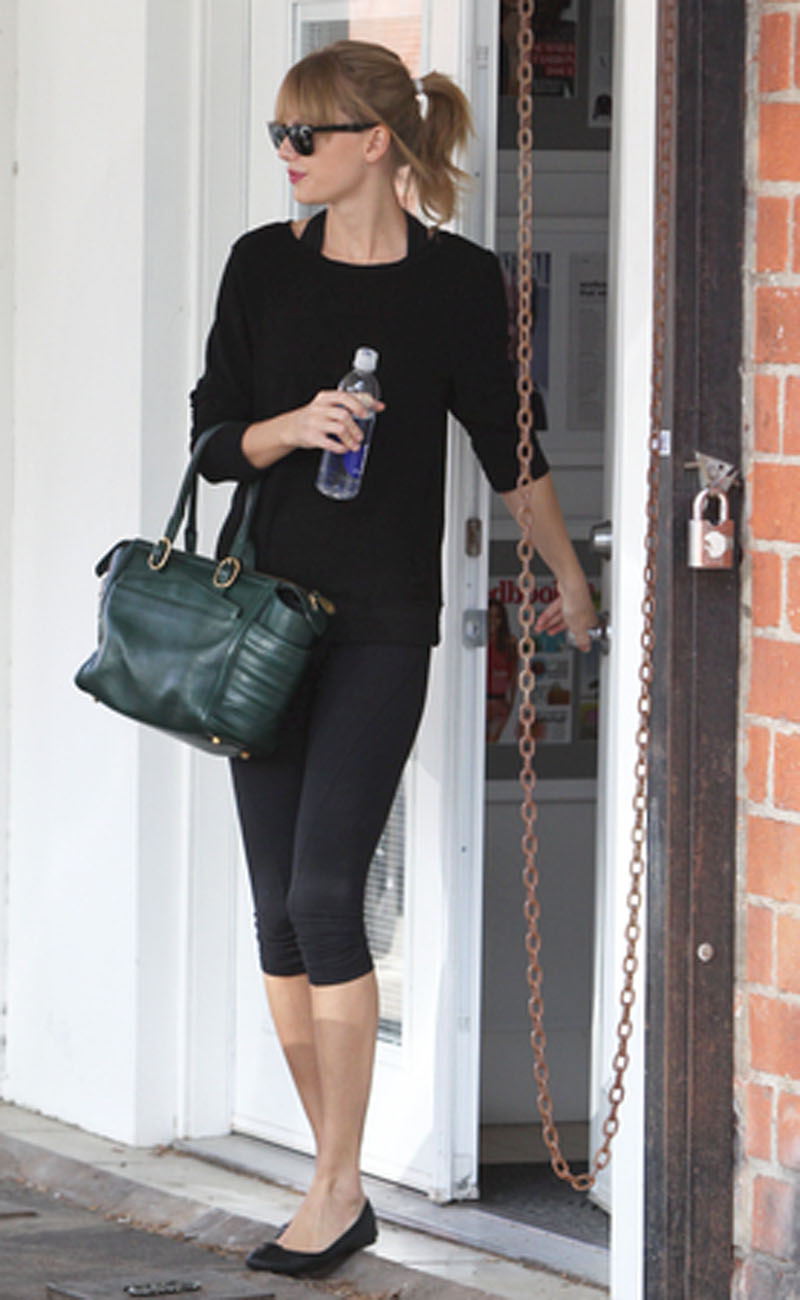 Taylor Swift leaves her dance studio this morning after the practice