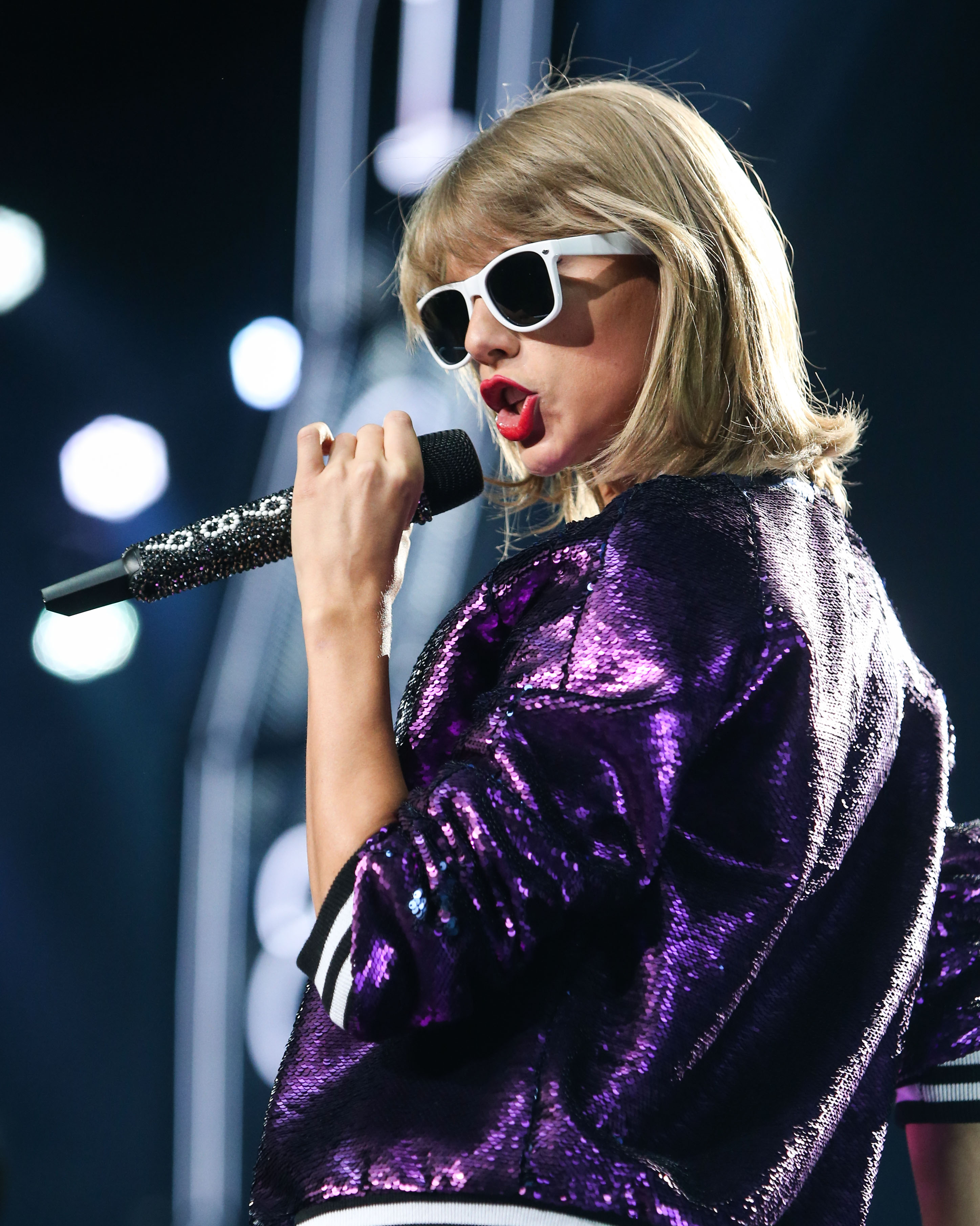 Taylor Swift performs during 'The 1989 World Tour' at Staples Center on August 21, 2015 in Los Angeles, California.  Pictured: Taylor Swift Ref: SPL1107537  210815   Picture by: Splash News  Splash News and Pictures Los Angeles:310-821-2666 New York:212-619-2666 London:870-934-2666 photodesk@splashnews.com
